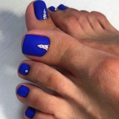 Red acrylic nails will attract much attention to your manicure and hands. Check out these nail art ideas and pick the one for your next mani. Blue Toe Nails, Gel Toe Nails, Acrylic Toe Nails, Simple Toe Nails, Pretty Toe Nails, Toe Nail Color, Summer Toe Nails, Feet Nails, Pedicure Nails