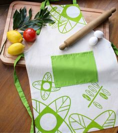 Full Cook APRON - Natural Cotton Apron Handprinted With Flowers And Leaves Design. by Netamente on Gourmly