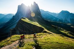 Early morning in front of the characteristic Secede (2,450m), high above Val Gardena. Andreas Tonelli and Tobias Woggon drops in.