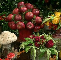 Que tal essa composição com as #maçãs...simplesmente demais!!  Da #Raquelfurtadodecor para a mesa decorada com o tema #brancadeneve. Festa realizada no #Minilandbuffet   #buffetminiland #snowwhite #princesa #princes #Disney Miniland Buffet Infantil em São Paulo, SP