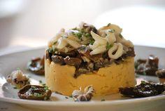 Timbal de sepia y setas con puré de garbanzos Mousse, Spanish Food, Cata, Seafood, Menu, Pudding, Cooking, Desserts, Recipes