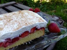 Fanta sheet cake with raspberries and curd cheese - Backen - Dessert Baking Recipes, Cake Recipes, Snack Recipes, Dessert Recipes, Desserts, Cheesecake, Homemade Cornbread, Cake Blog, Strawberry Cakes