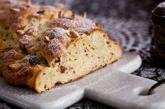 Bramborová vánočka babičky Olinky Eastern European Recipes, Kitchenette, Banana Bread, Sweet Tooth, Yum Yum, Brioche, Kitchen Nook