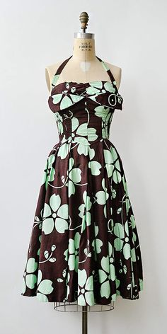 vintage Alfred Shaheen brown mint sundress from Adored Vintage - top mens clothing, mens online clothing stores, top mens clothing Vintage Fashion 1950s, Fifties Fashion, Retro Fashion, Fifties Style, Vintage Tops, Vintage Dresses, Vintage Outfits, Vintage Clothing, Vintage Style