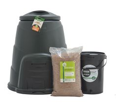 Making your own compost is one of the easiest, most fun and beneficial things you can do for your garden! Composting 101, Composting Process, Food Waste Recycling, How To Make Compost, Make Your Own, Make It Yourself, Bokashi, Organic Soil, Earthworms