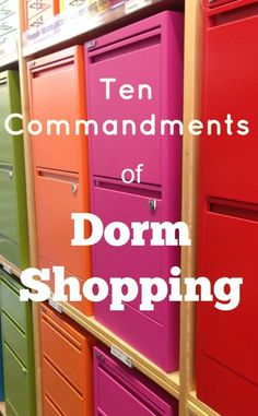 10 Commandments of Dorm Shopping 10 Commandments of Dorm Shopping: how to save time and money with your off to college teen College Life Hacks, Dorm Life, College Tips, College Ready, College Checklist, Dorm Room Checklist, College Packing Lists, College Supplies, Uni Life