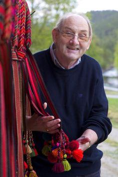 Brikkeband - hårband til bunad av Torkjell Sletta. History, Store, Velvet, Historia