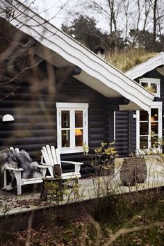 Love this black painted logs and white trim on this log cabin