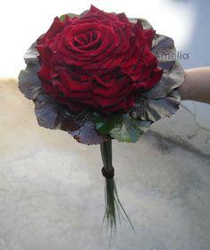 Si os gustan las rosas... os presentamos una Rosmelia roja.  #ramosnovia #boda #rosas