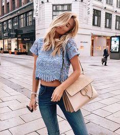 chloe faye handbag, cropped top, skinny jeans, blond long wavy hair, street wear, fashion, ootd