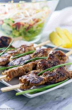 [good but wouldn't put it in regular meal rotation] Sweet and spicy, salty and succulent, these Ginger-Garlic Glazed Korean Chicken Skewers need no special ingredients. They're fun to eat, grilled food-on-a-stick! This recipe is suitable for paleo diets. Skewer Appetizers, Skewer Recipes, Yummy Appetizers, Appetizer Recipes, Party Appetizers, Appetisers, Grilled Chicken Skewers, Grilled Food, Pinterest Board
