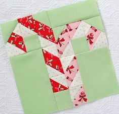 It is finally my turn on the Vintage Christmas sew along! I have been patiently awaiting my turn to show you some of this week's blocks. Are you ready? First, let me introduce you to the new book by Lori Holt of Bee in my Bonnet Company. Christmas Blocks, Christmas Quilt Patterns, Christmas Sewing, Quilt Block Patterns, Pattern Blocks, Quilt Blocks, Vintage Christmas, Christmas Quilting, Christmas Crafts
