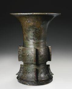 商末 / 西周初 公元前十三至十一世紀 青銅夔龍紋尊
