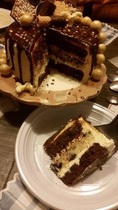 N os vestimos de fiesta hoy día 20 para el reto de Desafío en la cocina con una espectacular tarta tipo DRIP CAKE, esas tartas con gotero...