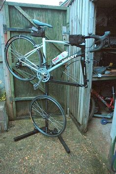 bike stand Bike Repair Stand, Diy Projects To Try, Cool Bikes, Bicycle, Garage House, Bike Stuff, Cycling, Mountain, Ideas