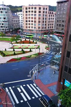 Colores de Mollua que nunca vio Einstein, BILBAO (Vizcaya) Bilbao Vizcaya, Basque Country, Einstein, Rocks, Building, Xmas, World, Beautiful Pictures, Hotels