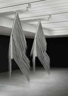 Byoung Ho Kim, Intrinsic Order 2013 aluminum, stainless steel, powder coating 330(h)x120x120cm each