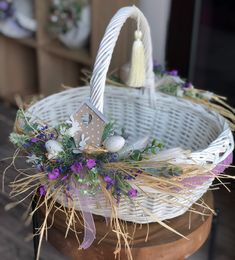 Attractive Easter Wreaths that looks Fancy & Captivating - Ethinify Easter Table Decorations, Basket Decoration, Flower Decorations, Easter Projects, Easter Crafts, Easter Flowers, Decoupage Vintage, Easter Celebration, Easter Holidays