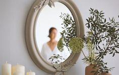 Vídeo tutorial con el paso a paso para transformar un espejo o marco de madera en un espejo DIY de aire vintage