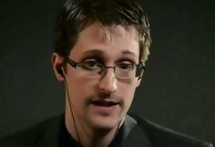 "INTERNET. Edward Snowden : ""Laissez tomber Dropbox, Facebook et Google"" 
