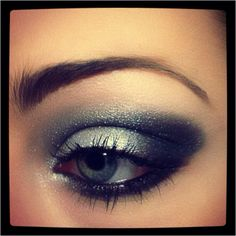 silver and black smoky eye. Have to say thats my favorite smoky eye I have ever seen!!