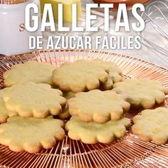 Video of Easy Sugar Cookies- If you feel like baking some cookies to share at home with everyone; This recipe for easy sugar cookies is ideal, as you will result in the best cookies and everyone will love them. Mexican Food Recipes, Sweet Recipes, Cookie Recipes, Dessert Recipes, Pancake Recipes, Snack Recipes, Delicious Desserts, Yummy Food, Tasty