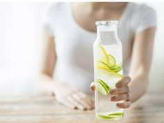 6 enkla hälso-hacks Ta en kall dusch Ät rent-utan distraktioner Andas Hylla saltet/Fling Jäst, Sir! Probiotika/Fermenterat Låt livet ge dig citroner SvD skönhet