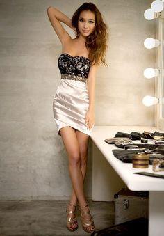Vestido de cocktail palabra de honor con pedreria   Talla: 36-S 38-M 40-L, Precio: 39.99€ www.cocoylola.es #cocoylola #moda #vestidos #tiendaonline #shop #españa
