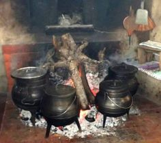 Have on of these pots...Tradições Portuguesas. <3 The Beautiful Country, Beautiful Places, Portuguese Culture, Iberian Peninsula, Visit Portugal, Portuguese Recipes, Azores, Cozy Cottage, Pretty Cool