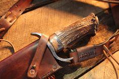 Große Bowie-Messer mit Lederscheide. von MountainManWorkshop