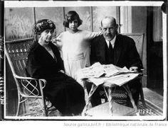 Queen Sophie of Greece with her daughter Princess Katherine of Greece (1913-2007) and her husband King Konstantin I. 1920