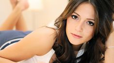 Italia Ricci is Robbie Amell's real life leading lady | The ...