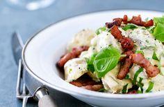 Karry-kartoffelsalat med ærter og bacon