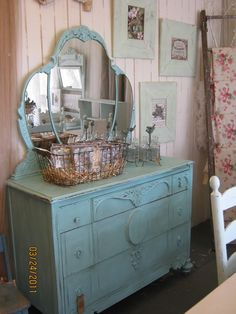 Shabby Chic Craft Ideas | Shabby chic blue dresser