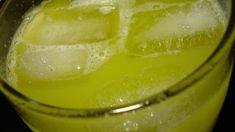 June Bug Cocktail ~ Like sipping a bit of the tropics. 1 ounce Midori melon liqueur 1 ounce malibu coconut rum ½ ounce banana liqueur (optional) 1 ounce prepared sweet-and-sour mix 2 ounces pineapple juice Fruity Cocktails, Fun Drinks, Yummy Drinks, Alcoholic Beverages, Midori Cocktails, Holiday Drinks, Party Drinks, June Bug Drink, Bug Juice Drink