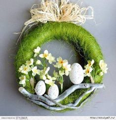 pl A wreath with a diameter of 28 cm on a polystyrene base, composed o Deco Floral, Arte Floral, Easter Flower Arrangements, Floral Arrangements, Easter Projects, Easter Crafts, Diy Osterschmuck, Diy Ostern, Diy Easter Decorations