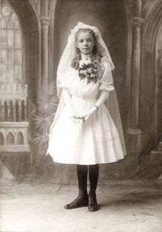 Ella von Koenitz first communion portrait. (1900) Missouri History Museum