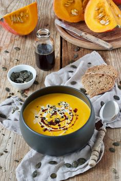 Kürbiscremesuppe Cream of Pumpkin Soup Recipe – simple pumpkin soup, made fast and delicious at the same time. The perfect soup for the fall. // pumpkin soup recipe – classic and easy cream of pumpkin soup. Cream Soup Recipes, Easy Soup Recipes, Pumpkin Recipes, Gourmet Recipes, Snack Recipes, Cream Of Pumpkin Soup, Quick And Easy Soup, Food And Drink, Easy Meals