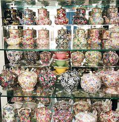 Royal Winton Chintz teapots Vintage Dishes, Vintage China, Teapots And Cups, Vintage Coffee, Tea Mugs, Tea Time, Tea Party, Floral Prints, Pottery