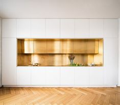 Serious brass kitchen and flooring goals by the German design geniuses at Zeitra. Serious brass kitchen and flooring goals by the German design geniuses at Zeitraum. Small Space Kitchen, Kitchen Room Design, Modern Kitchen Design, Interior Design Kitchen, Modern Interior Design, Kitchen Decor, Kitchen Ideas, Interior Work, Small Spaces