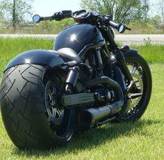 It looks like a H-D V-Rod frame. Harley Davidson Custom Bike, Harley Davidson Motorcycles, Victory Motorcycles, Cool Motorcycles, Custom Street Bikes, Custom Bikes, Motorcycle Clubs, Motorcycle Design, Harley V Rod
