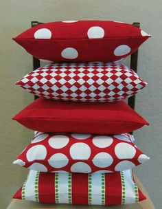 Ideas For Red Furniture & Home Decor - luana Designer Pillow, Pillow Design, Christmas Pillow Covers, Black Pillows, Pillow Room, Decorative Pillow Covers, Soft Furnishings, Red Christmas, Diy Home Decor