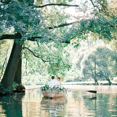 I can't think of a sweeter way to end the week than with this lovely row boat shoot with it's lashings of flowers? Anastasiya Belik from Peony Art Decoration Studio styled and photographed this gorgeous little scene.