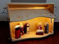 Weihnachtskrippe mit steckbarem Dach und Boden. Diese bilden auch gleich den Kistendeckel.