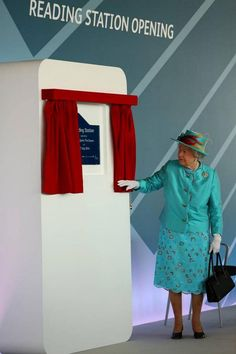 Her Majesty the Queen at Reading Station today for the official opening.