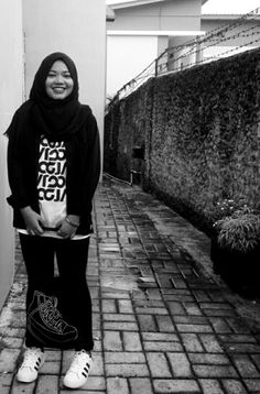 honestly i really love double layers.. i mean tee+outer hahaha well #black #white #casual #hijabstreet #hijabootd