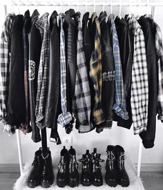 Grunge, rocker chic, etc Grunge Outfits, Mode Outfits, Grunge Fashion, Fashion Outfits, Fashion Dolls, Grunge Bedroom, Hipster Bedroom Decor, Tv Stand Decor, Rock And Roll Fashion