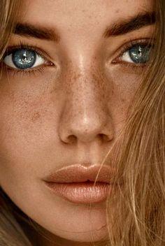 Best photography beautiful women freckles Ideas Source by beauty portrait Beautiful Freckles, Most Beautiful Eyes, Beautiful Women, Girl Face, Woman Face, Photo Oeil, Eye Photography, Fashion Photography, Pretty Eyes