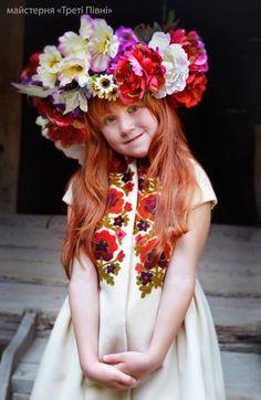 Des portraits de femmes avec des couronnes de fleurs traditionnelles ukrainiennes  2Tout2Rien