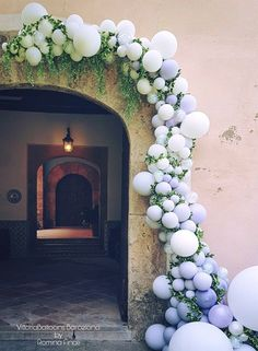 Organic balloon wreath-Balloon garlands are such an awesome way to add wow factor to a wedding, baby shower, birthday party. Click the link to discover more balloon party inspiration. Balloon Wreath, Balloon Backdrop, Balloon Decorations, Wedding Decorations, Parties Decorations, Balloon Party, Balloon Columns, Ballon Arrangement, Ballon Arch